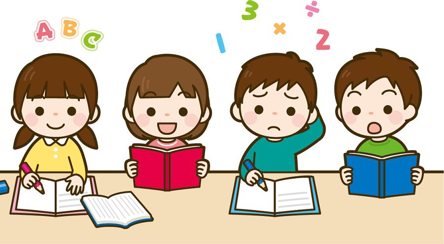 英語と算数の勉強をする小学生の画像